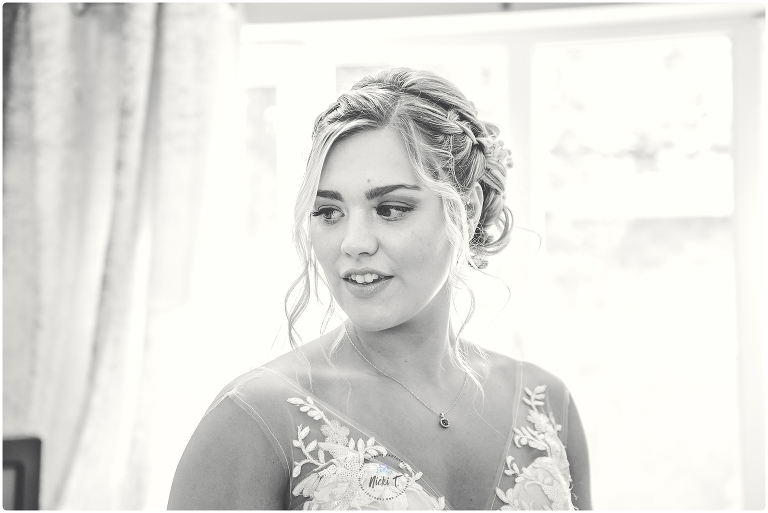 B&W picture of beautiful bride